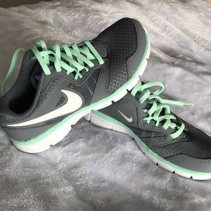 Brand new mint/grey Nike Flex Experience Run 3